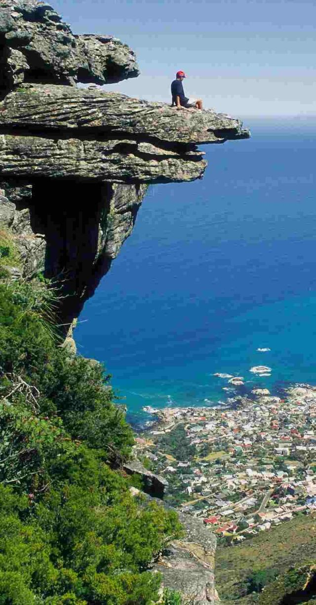 South_Africa_Table_Mountain_Camps_bay__d086dd328f964c0b81d968e56273dee8