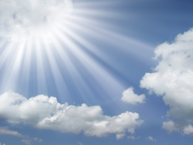 sun-rays-coming-out-of-the-clouds-in-a-blue-sky2