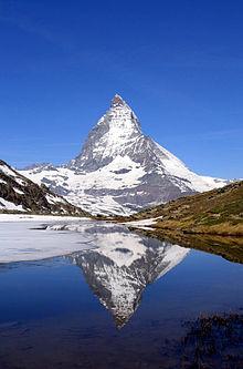 Mountain-Matterhorn_Riffelsee