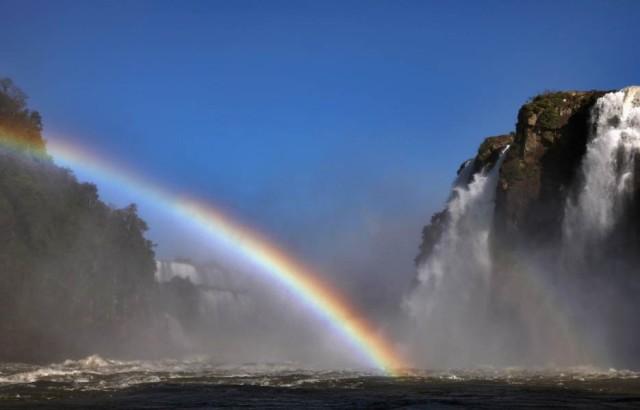 iguacu-falls-rainbow-935-1362427584