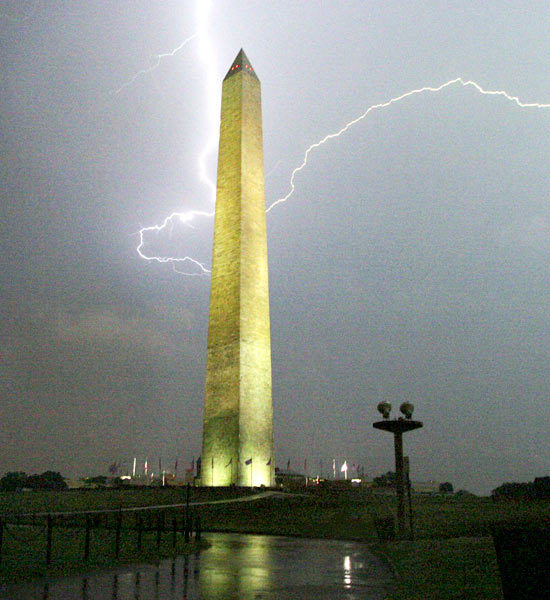Lightning strikes Washington DC phallic symbol